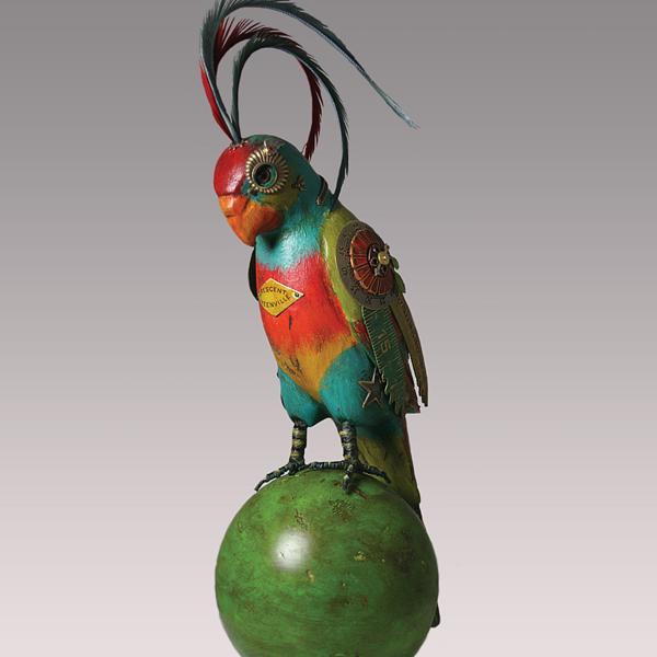 ...птичек, которые украшали студию в течение