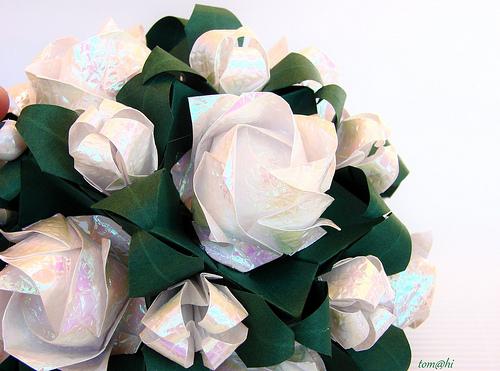 Простой видео-урок, как сделать оригами-розу Фукуяма. отсюда.  Фото взято.