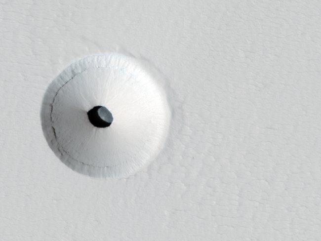 вход в пещеру на марсе (650x488, 28Kb)