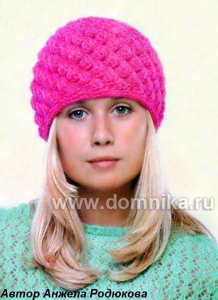 вязаной шапочки и шарфа.