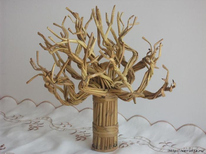 Дерево из бумажных трубочек