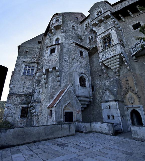 Чехия: Замок Пернштейн 43000