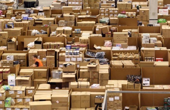 На складе интернет-магазина Amazon.com 03 (700x454, 73Kb)