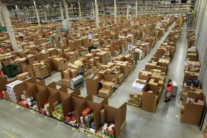 На складе интернет-магазина Amazon.com 04 (700x465, 87Kb)