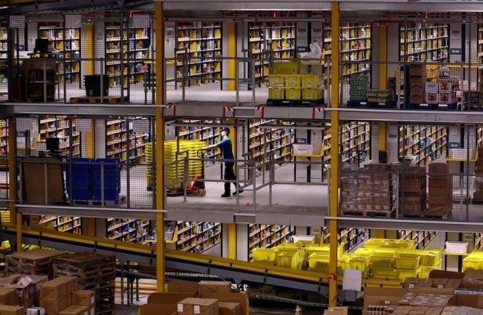 На складе интернет-магазина Amazon.com 05 (700x457, 89Kb)