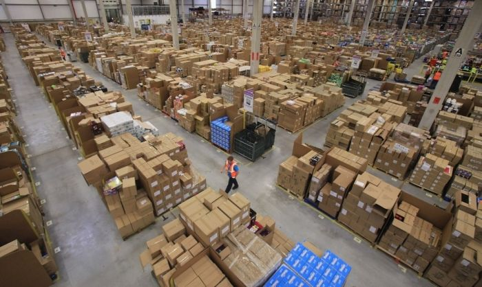 На складе интернет-магазина Amazon.com 07 (700x418, 70Kb)
