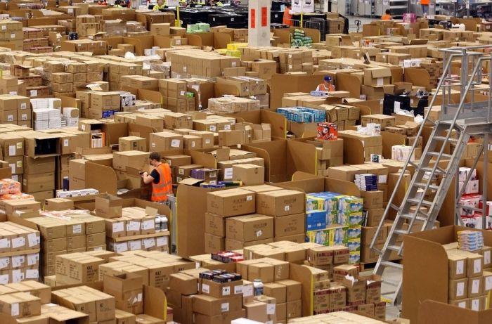 На складе интернет-магазина Amazon.com 10 (700x461, 84Kb)