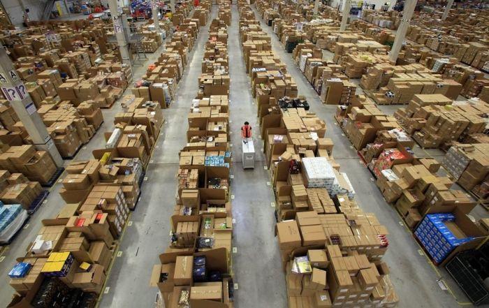 На складе интернет-магазина Amazon.com 11 (700x441, 84Kb)