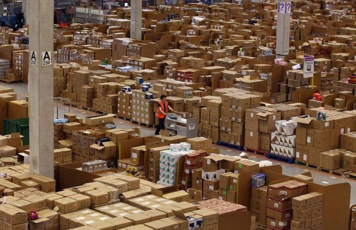 На складе интернет-магазина Amazon.com 12 (700x452, 81Kb)