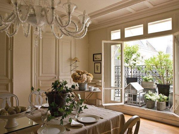 Французский интерьер в оттенках сливок, крема и карамели.