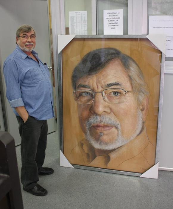 A. Zambrana and his portrait (581x700, 332Kb)