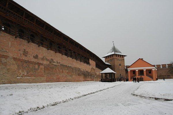 Замки, крепости и дворцы Украины 5-2 (600x400, 40Kb)
