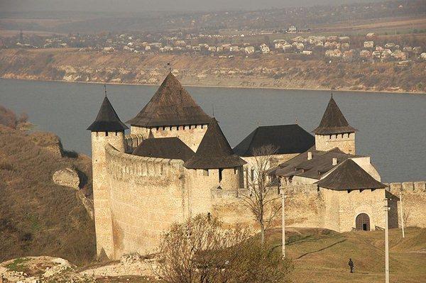 Замки, крепости и дворцы Украины 13-1 (600x399, 66Kb)