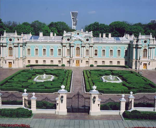 Замки, крепости и дворцы Украины 18-1 (600x493, 78Kb)