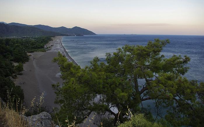 Вид_на_пляж_Олимпоса_с_акрополя (700x437, 133Kb)