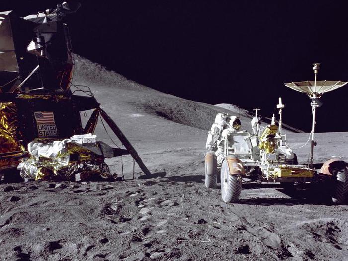 Apollo_15_на_Луне (700x525, 71Kb)