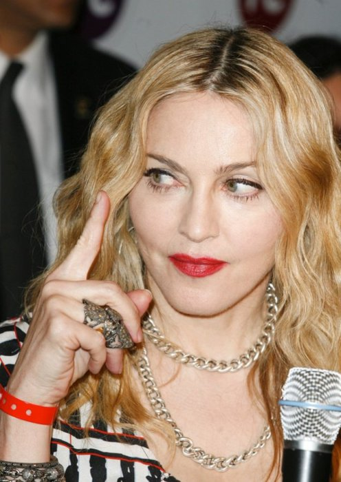 1291215242_madonna-gym-hard-candy-mexico-opening-11302010-20-820x1157 (496x700, 70Kb)