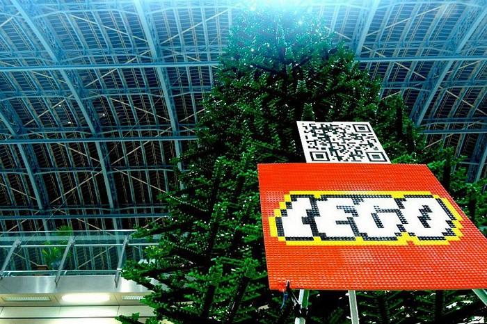 lego-christmas-tree-5 (700x466, 163Kb)
