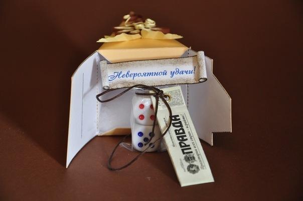 Торт бумажный с подарками