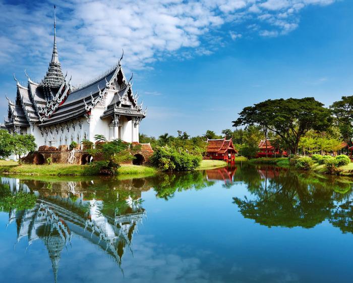 8 обои храм на реке (700x560, 177Kb)
