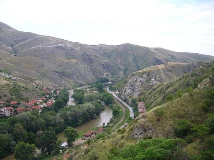 800px-Veles_Gorge_Vardar_Macedonia (700x525, 52Kb)