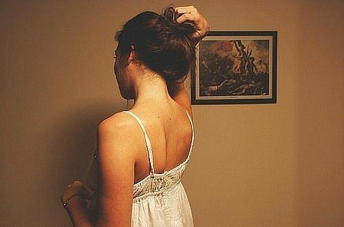 Фото темных девушек со спины на аву
