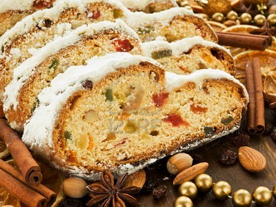 10776348-traditional-homemade-stollen-with-dried-fruits-and-nuts-shallow-dof (400x300, 50Kb)