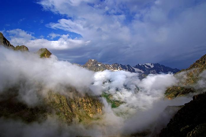 горы в облаках (700x468, 318Kb)