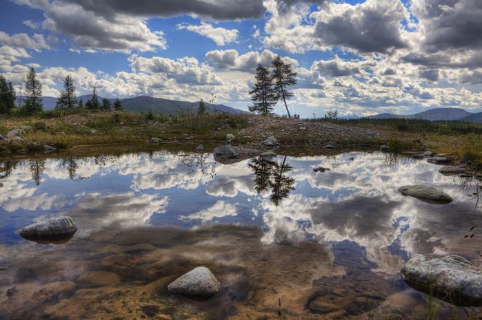 облака в озере (700x465, 377Kb)