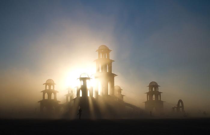 таинственный храм (700x450, 39Kb)