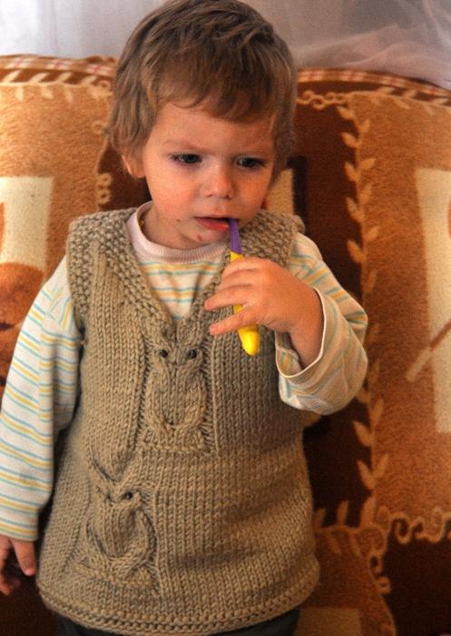Вязание спицами жилет мальчику 2 года 34
