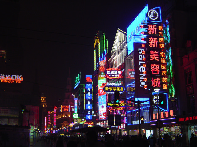 2447247_city_neon_lights (640x480, 155Kb)