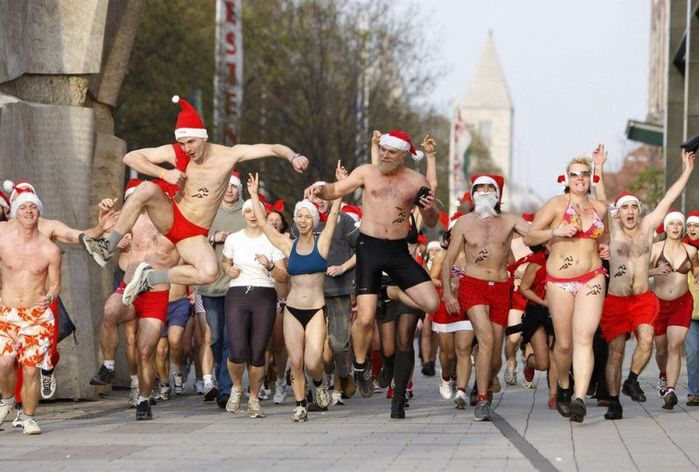 Голые Санта Клаусы в Будапеште (фото)