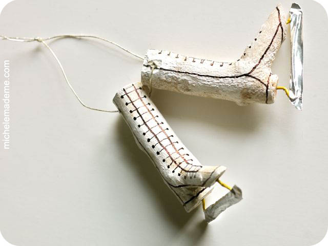 Twiggy Pair of Skates white (640x480, 57Kb)