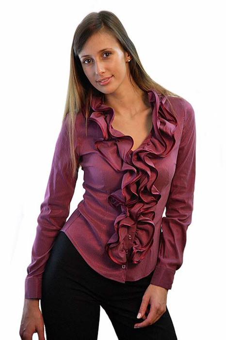 ...блузки с жабо, выполненные из сатина, атласа, шелка, хлопка, а для отделки используется вышивка, бисер, пайетки...