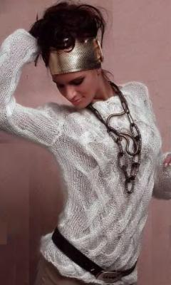 белый пуловер (240x400, 69Kb)