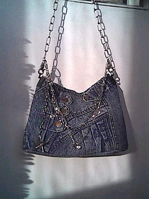 Девочки, можно и мне свои пять копеек вставить.  Эта сумочка получилась из остатков от старой джинсовой юбки...