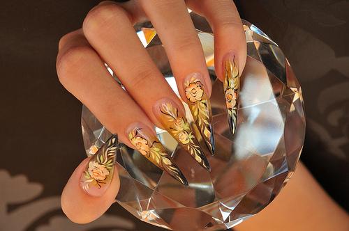 Новогодний дизайн ногтей с золотом