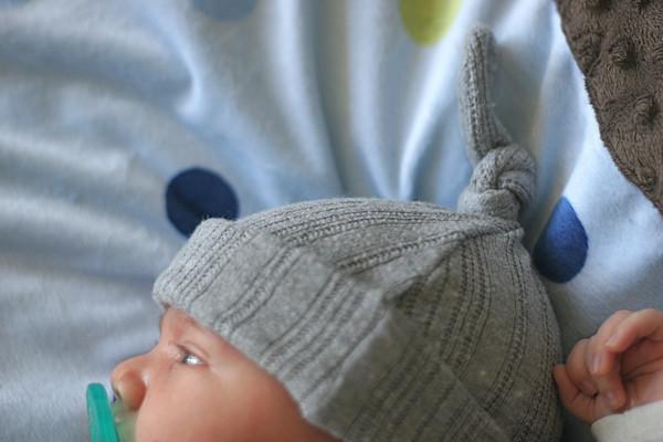 Сшитая шапка для новорожденного 561