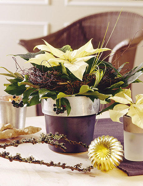Новогодний декор с цветами