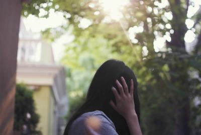 Фото девушек с темными волосами со спины