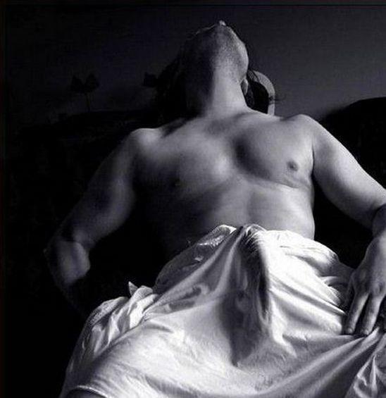 Стояк под одеялом фото 251-922