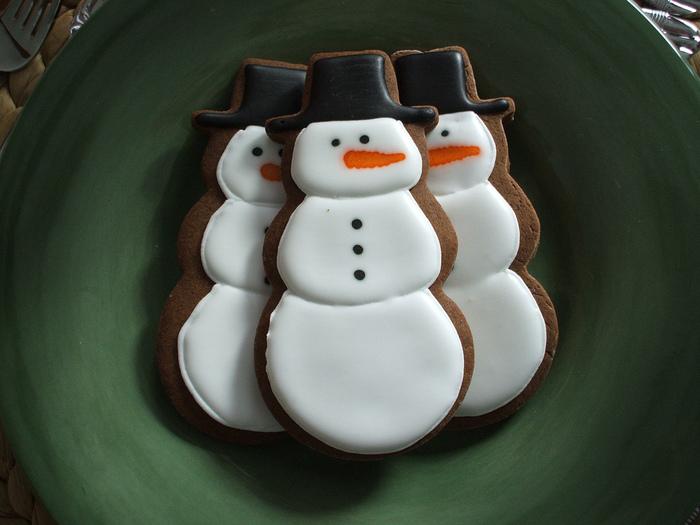 4278666_2552557232_b50506b9bb_snowmen_L (700x525, 158Kb)