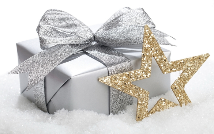 3 Holidays_New_Year_wallpapers_Gift_for_New_Year_032500_ (700x437, 193Kb)
