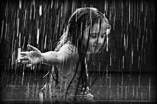 girl in the rain (320x213, 21Kb)