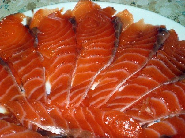 В Норвегии вся красная рыба делится на два вида: лосось (лакс) и форель...