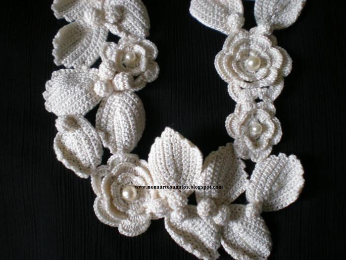 Вяжем крючком цветы, делаем аксессуары и украшаем одежду.