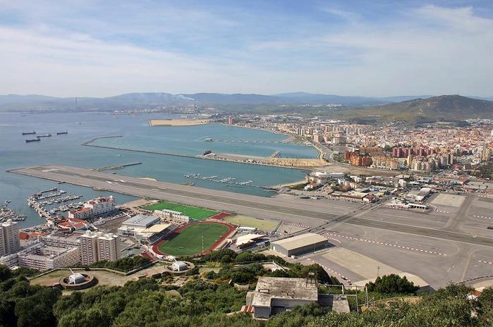 airport_gibraltar_02 (700x464, 135Kb)