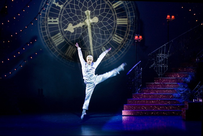 Christopher-Marney-as-The-Angel-in-Matthew-Bournes-Cinderella.-Photo-Credit-Simon-Annand-2 (700x469, 98Kb)