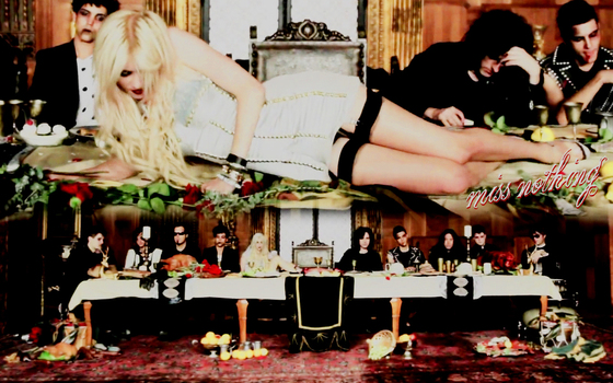 1325602789_770758_taylor_momsen_the_pretty_reckless_pic (560x350, 240Kb)